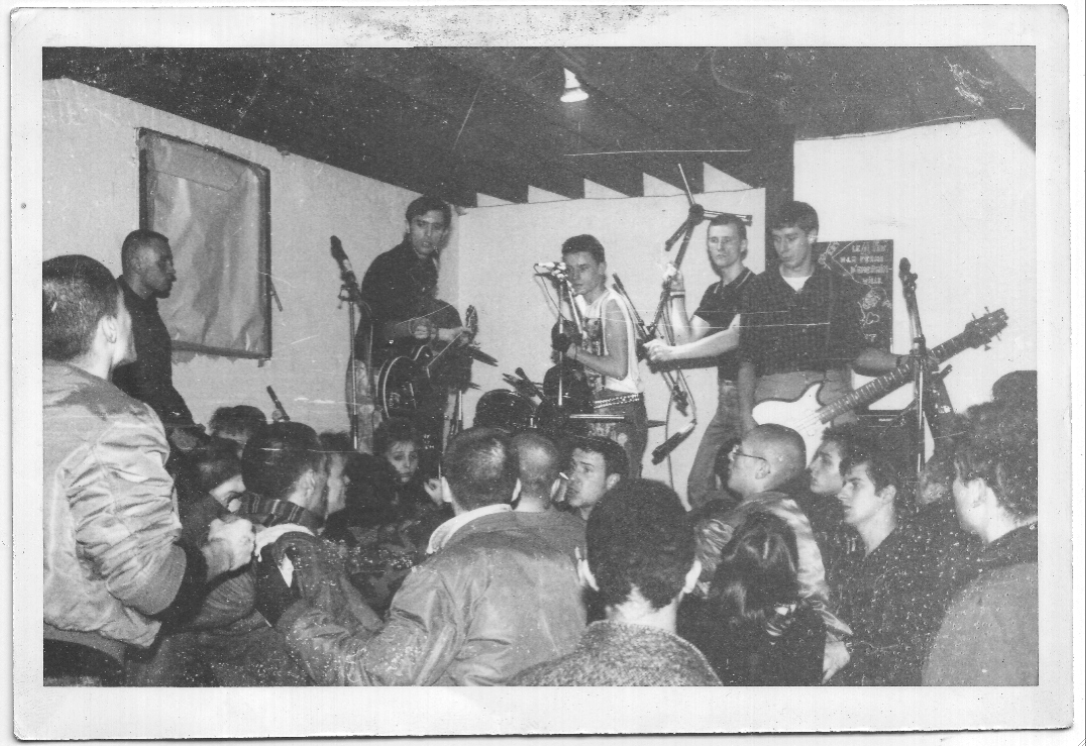 1984_RAS_show_nazis_in_the_crowd